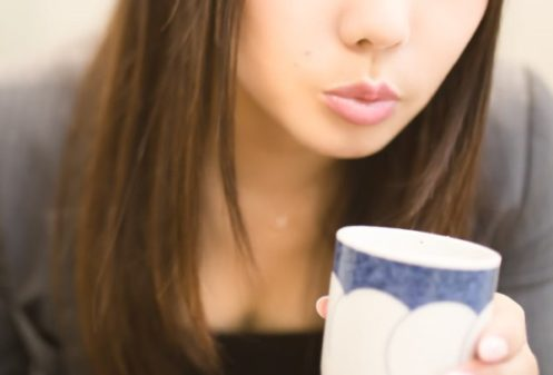 お茶で口をゆすぐ