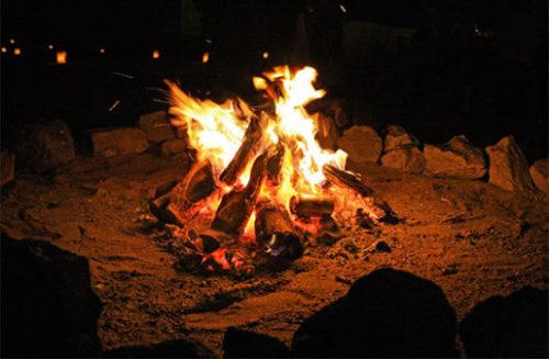 浜辺の焚き火