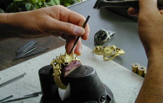 和彫りと洋彫り