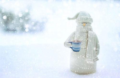 雪ダルマとホットドリンク