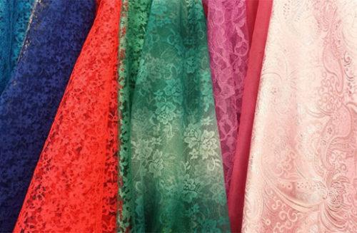 どの色のドレスにしよう