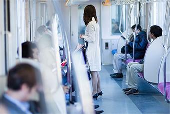 電車内ではマスク着用を