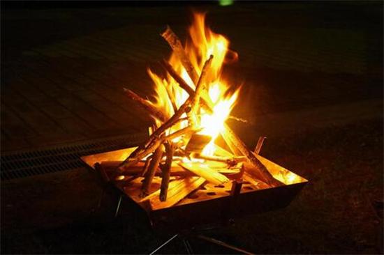 キャンプで焚き火をするために