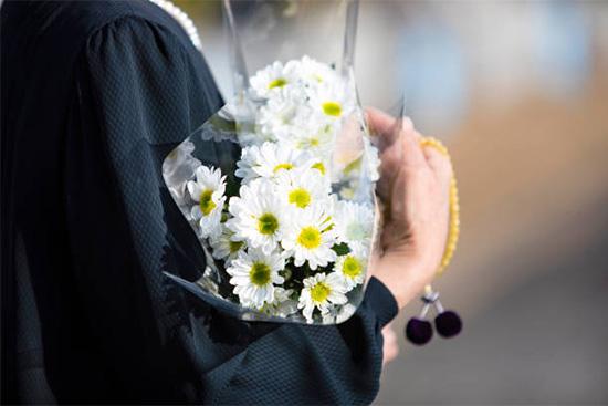菊は仏花にも使われる花だから